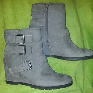 Unisa gray ankle boots 8.5 m
